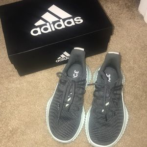 Adidas Alpha Bounce Trainer Size 6